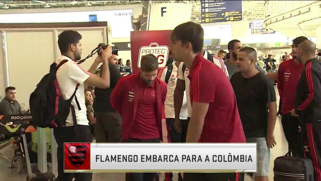 Torcedores protestam em embarque do Flamengo