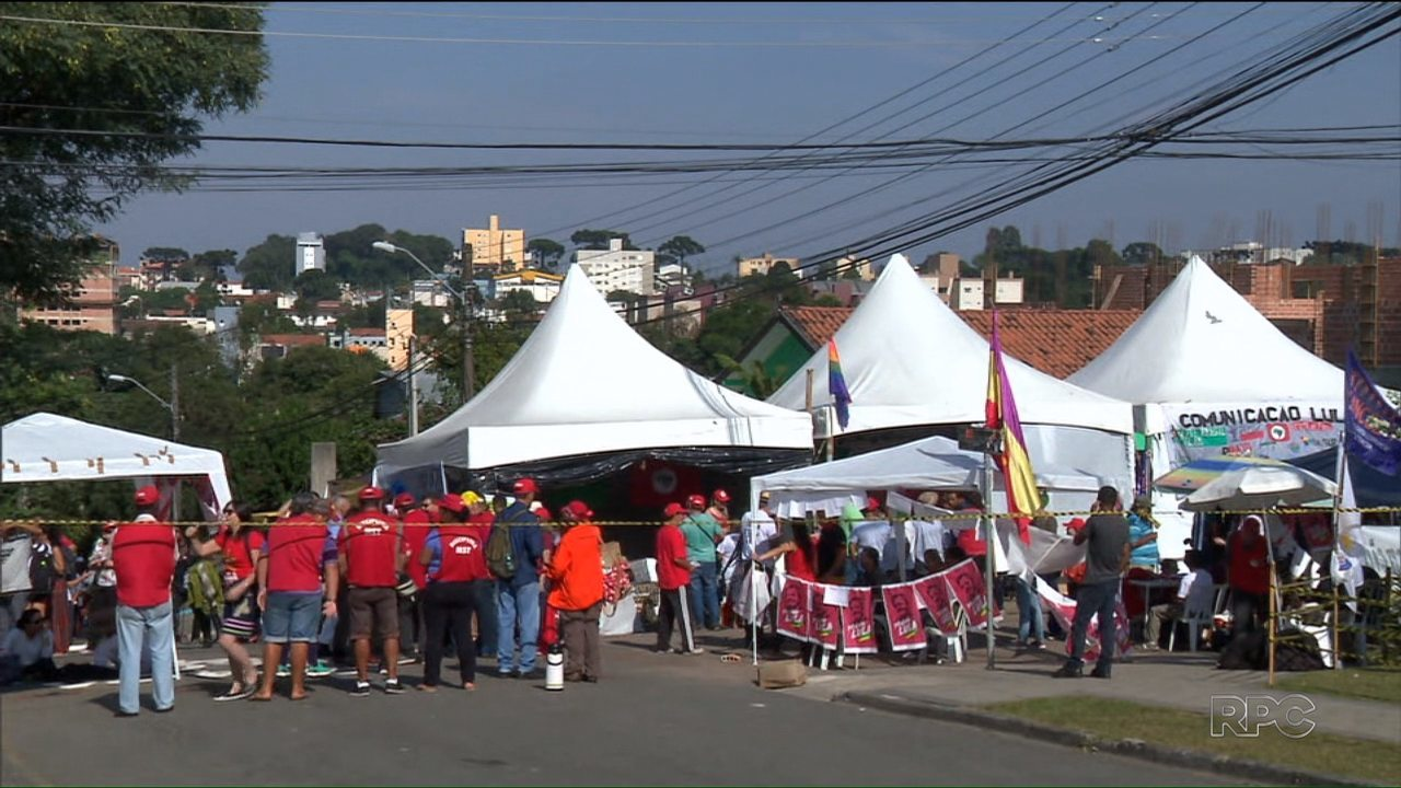 A Polícia investiga um ataque ao acampamento dos apoiadores do ex-presidente Lula