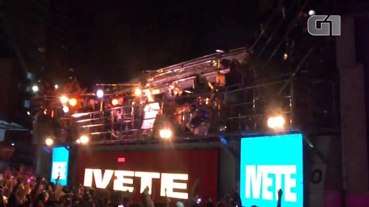 Ivete canta 'No Groove' na volta aos palcos em Salvador