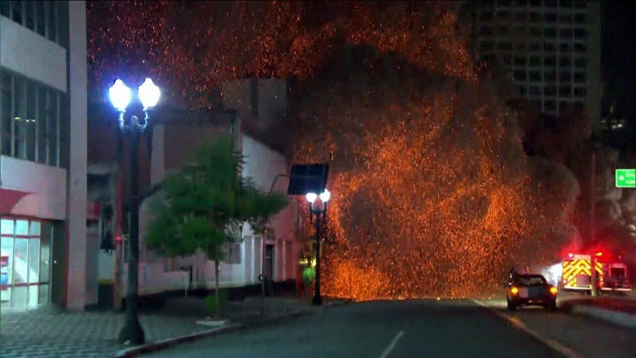 Incêndio de grandes proporções atinge o Centro de São Paulo e parte do prédio desaba