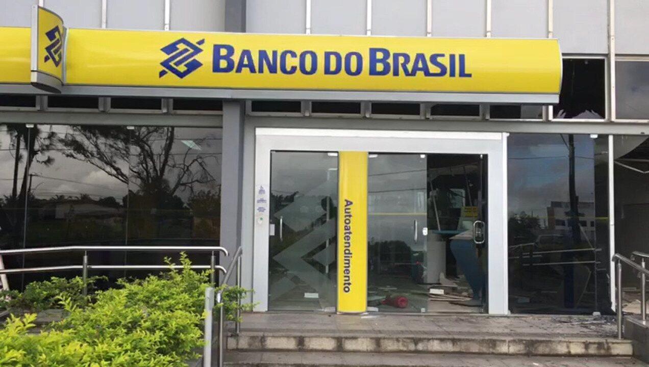 Criminosos explodem banco em Simões Filho