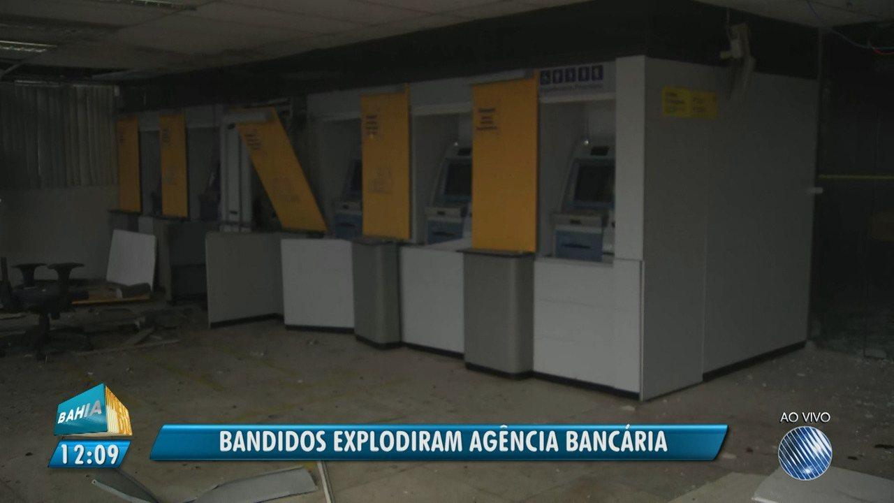 Criminosos explodem agência do Banco do Brasil em Simões Filho