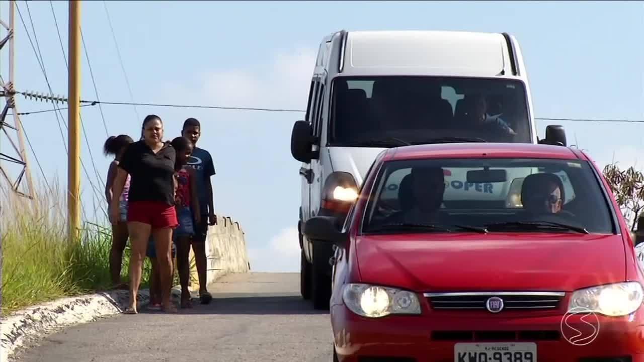 Moradores reclamam de viaduto estreito que oferece risco em Resende, RJ