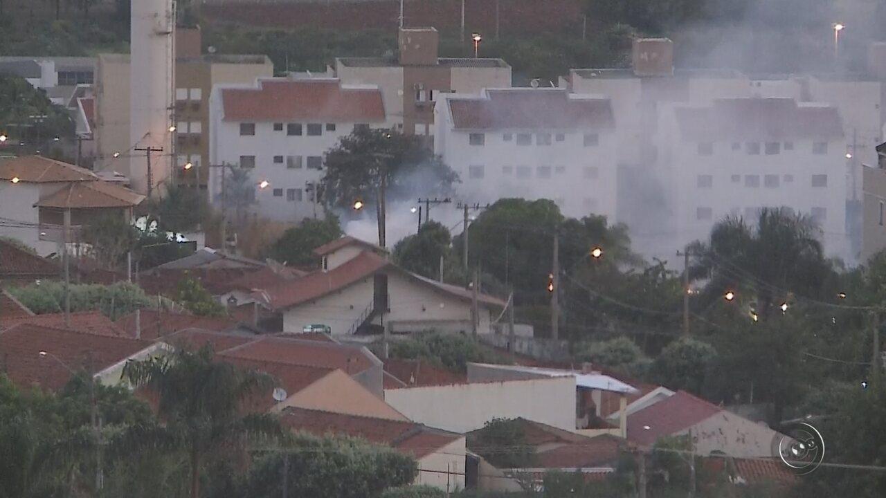 Incêndio de grandes proporções atinge canavial às margens da vicinal Carlos Gandolfi
