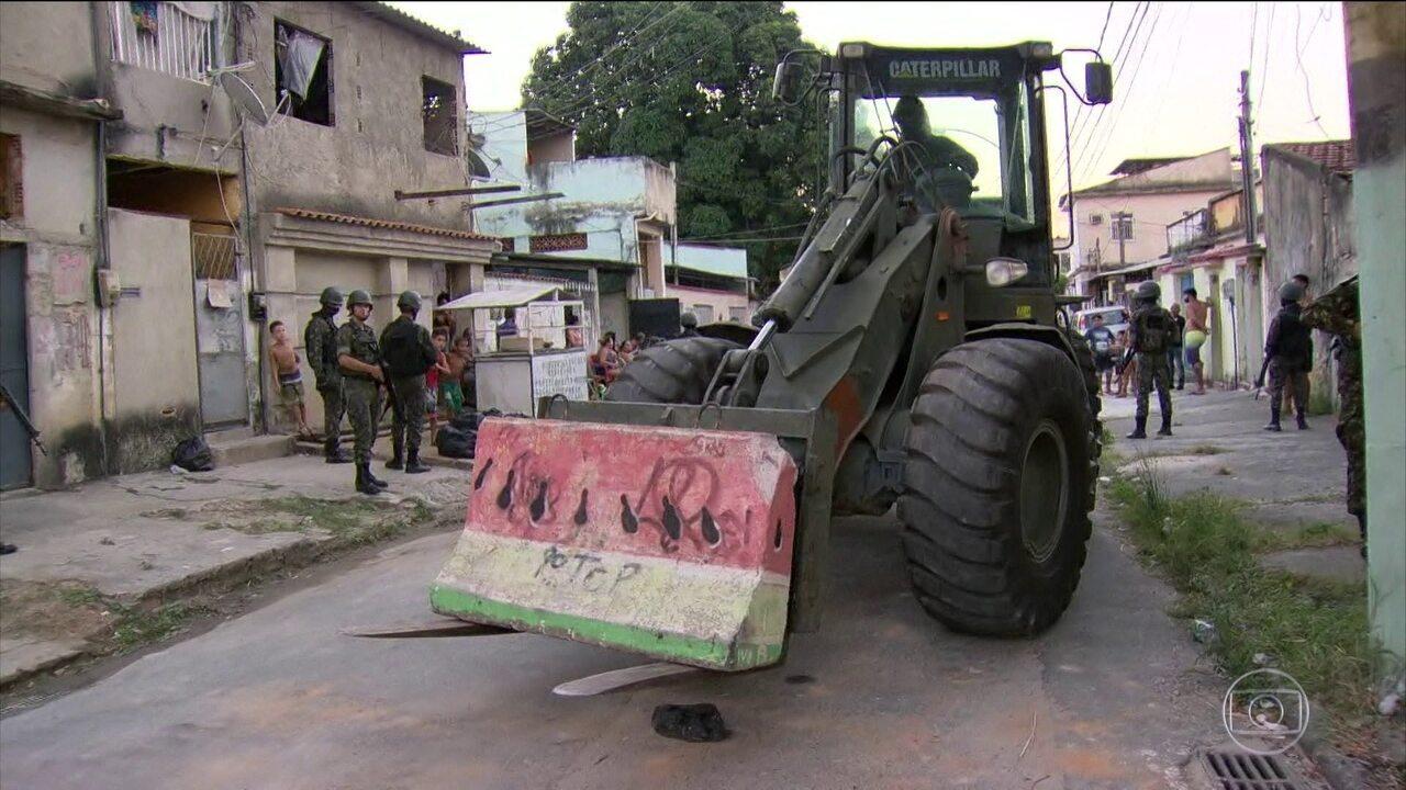 Exército desmonta barricadas em 11 comunidades do Rio de Janeiro