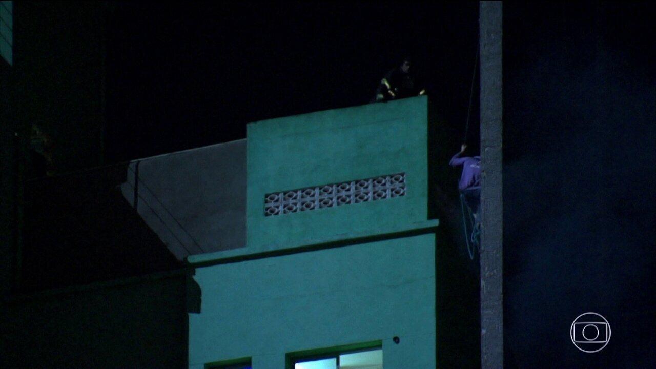 O homem que não conseguiu ser resgatado teria voltado ao prédio para salvar crianças