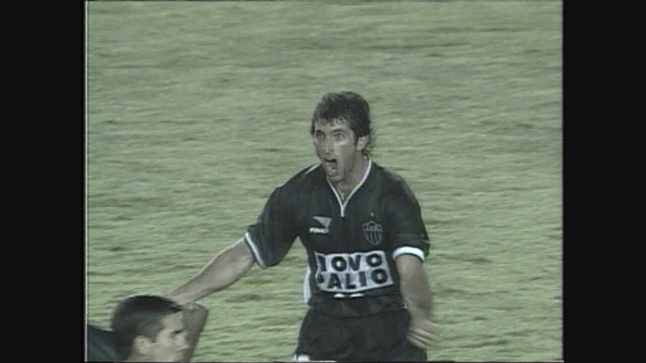 Com gols de Capria e Marques, Atlético-MG derrota Boca pela Mercosul de 2000