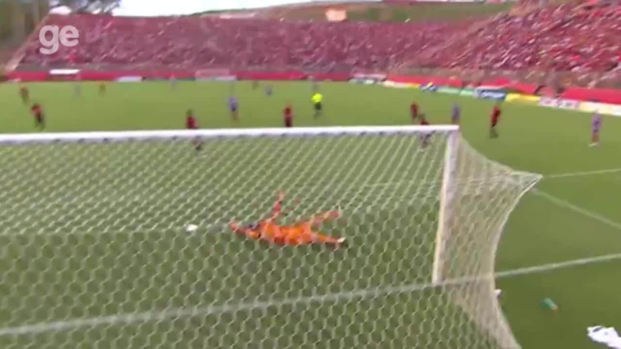 Confira lances marcantes do goleiro Fernando Miguel, novo reforço do Vasco