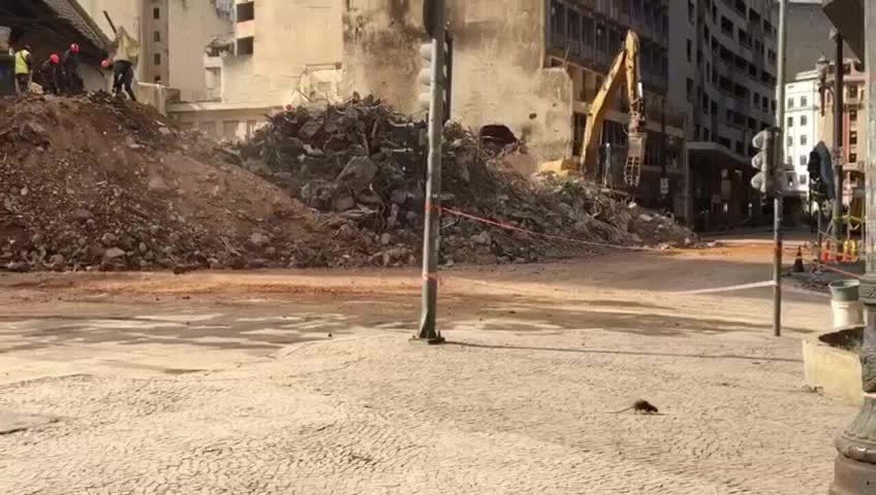 Ratos passeiam em região de desabamento no Centro de São Paulo