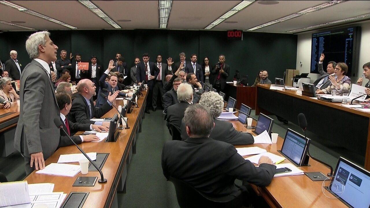 Comissão da Câmara discute projeto que afrouxa controle de agrotóxicos