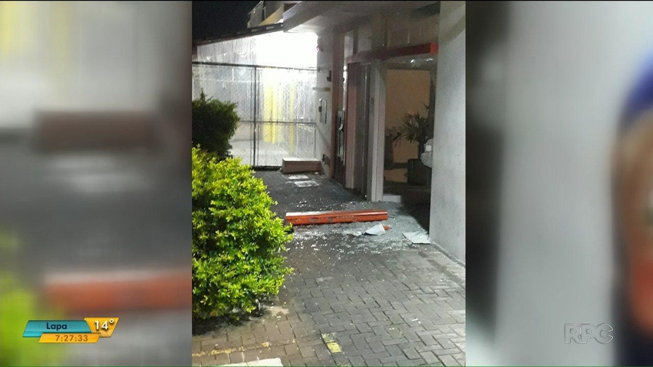 Quadrilha explode agência bancária em Pontal do Paraná