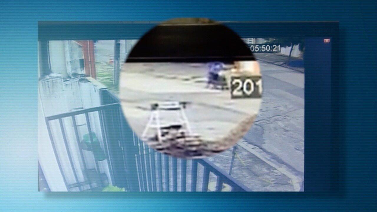 Vídeo mostra o momento em que os criminoso atiram no bombeiro mirim