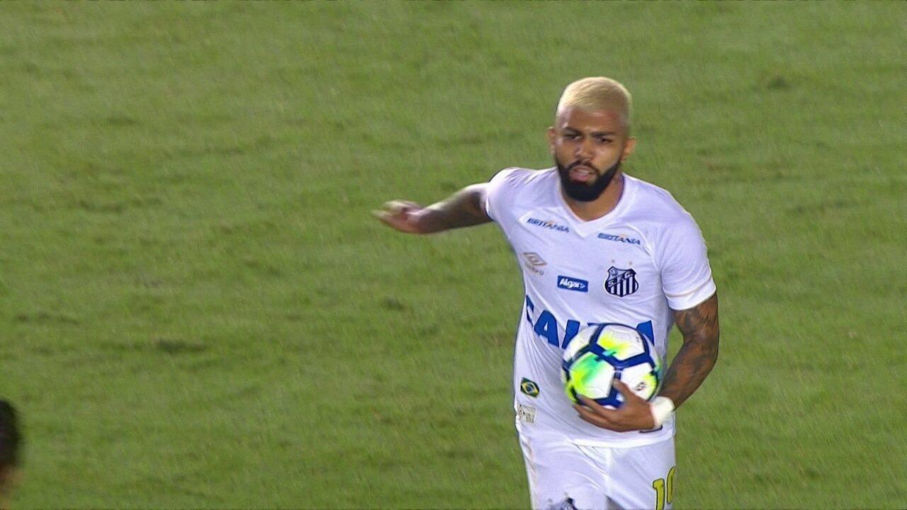 Gol do Santos! Victor Ferraz cruza, Gabriel cabeceia e empata aos 24 do 1º tempo