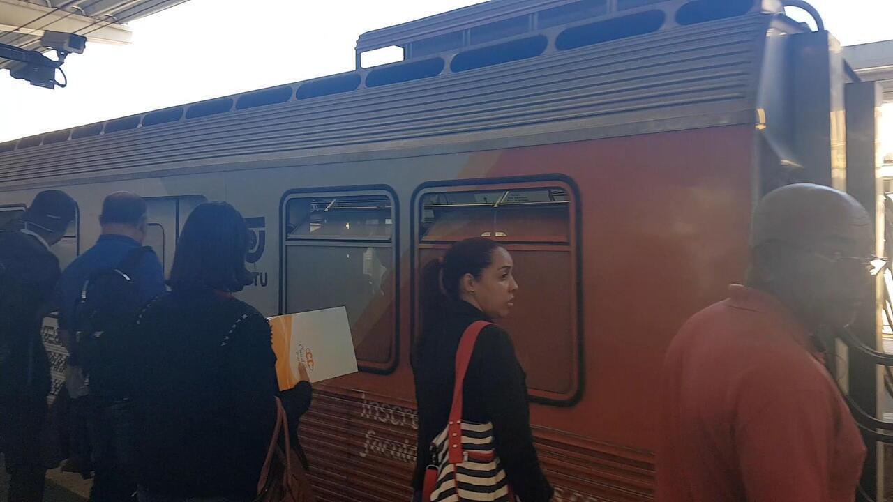 Usuários do metrô de Belo Horizonte reclamam da tarifa de R$ 3,40