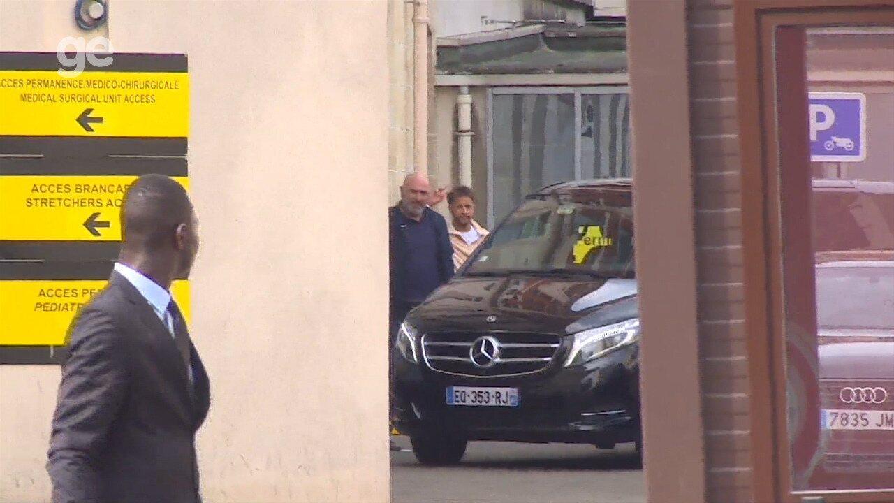 Após passar por novos exames, Neymar deixa clínica em Paris