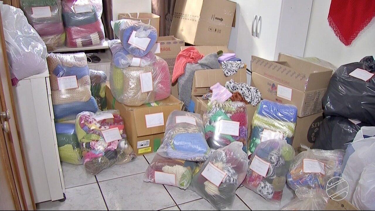 Projeto faz entrega de crochês com chegada do frio em Campo Gerande