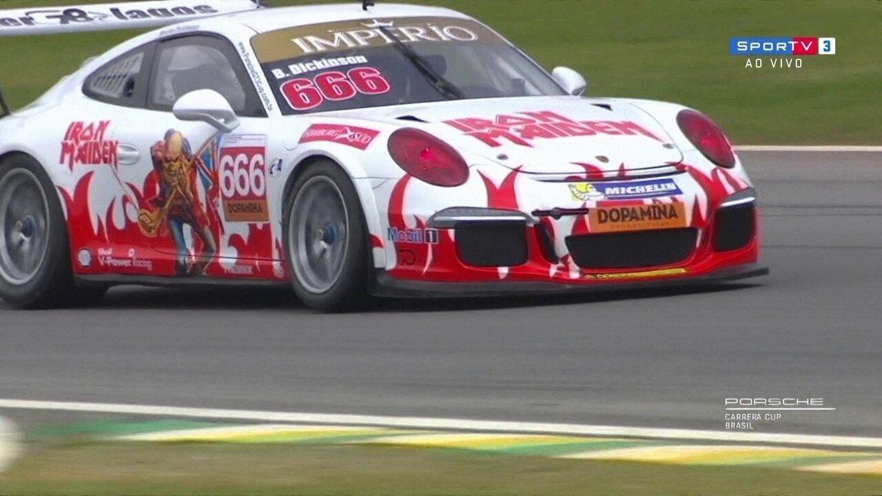 Vocalista do Iron Maiden vira piloto por um dia na Porsche Cup em Interlagos