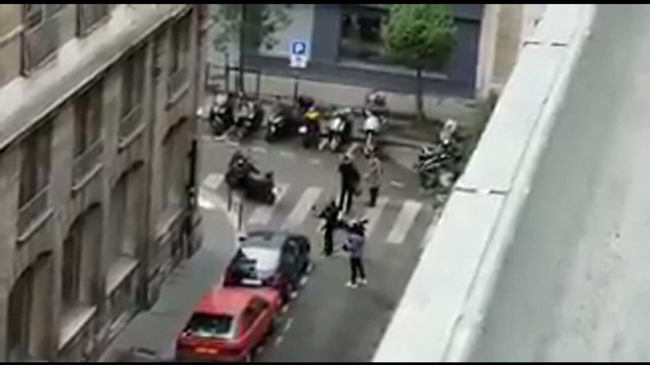 Ataque em Paris deixa um morto e quatro feridos a faca