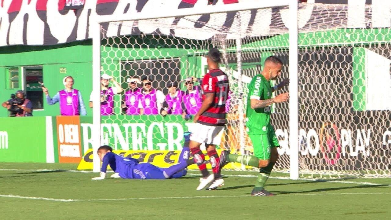 Melhores momentos: Chapecoense 3 x 2 Flamengo pela 5ª rodada do Brasileirão