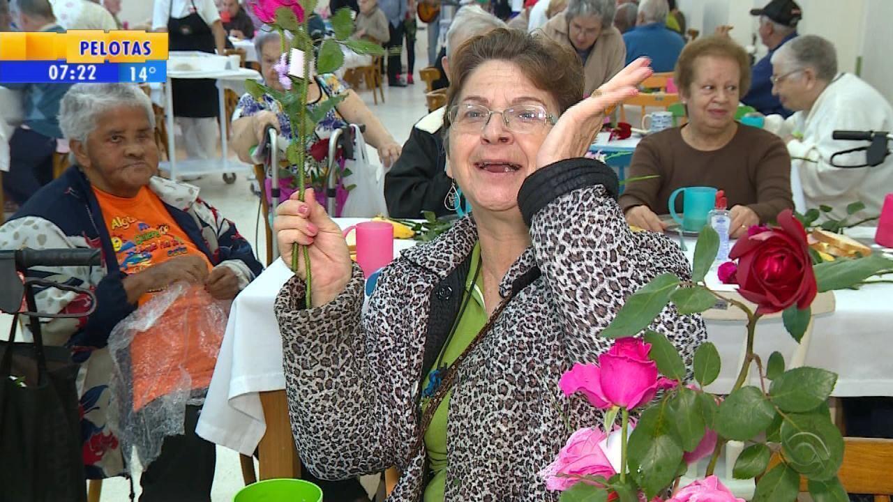 Asilo Padre Cacique tem homenagens de Dia das Mães