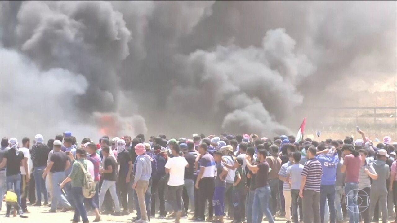 Confrontos na Faixa de Gaza deixam 52 palestinos mortos e mais de 2 mil feridos