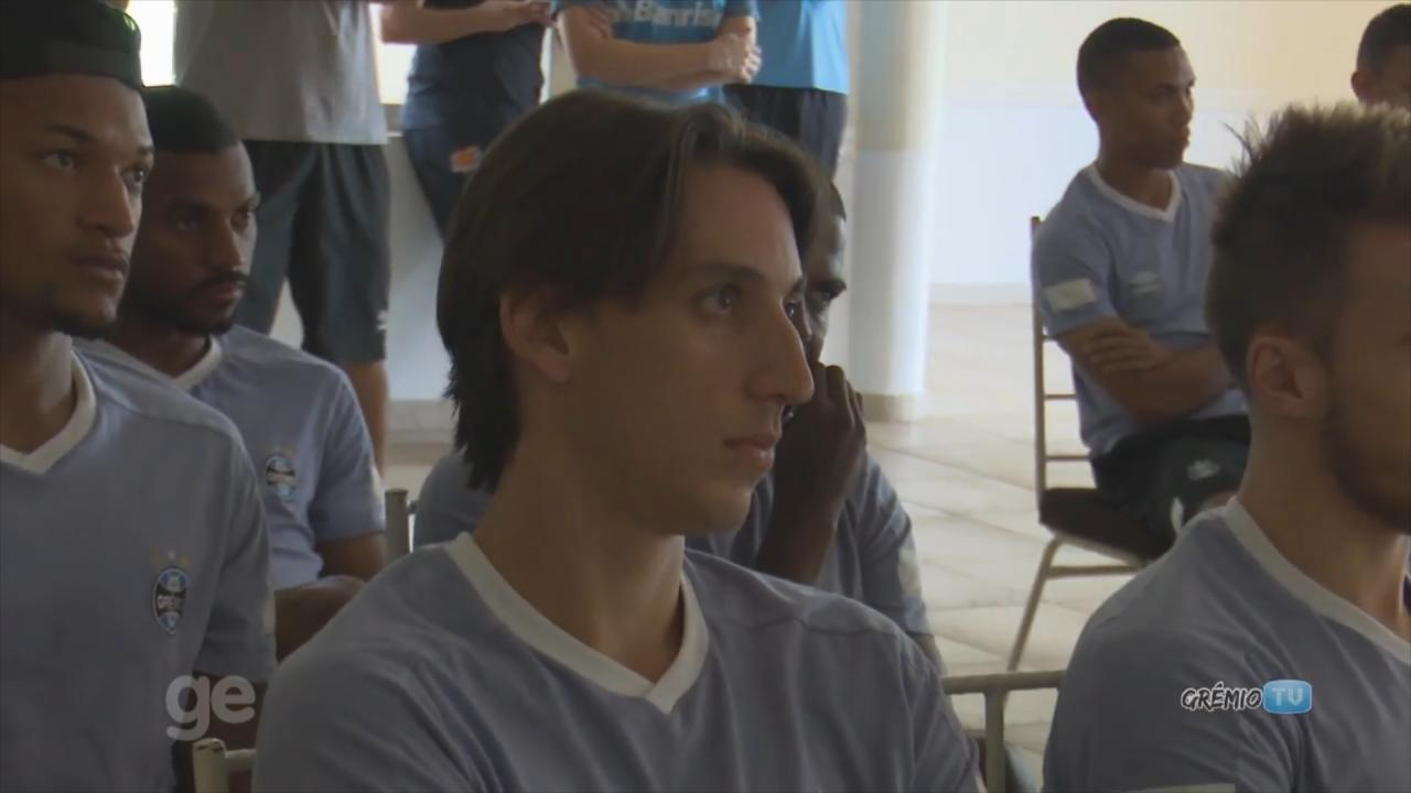 Elenco do Grêmio parabeniza Geromel por convocação e zagueiro agradece apoio