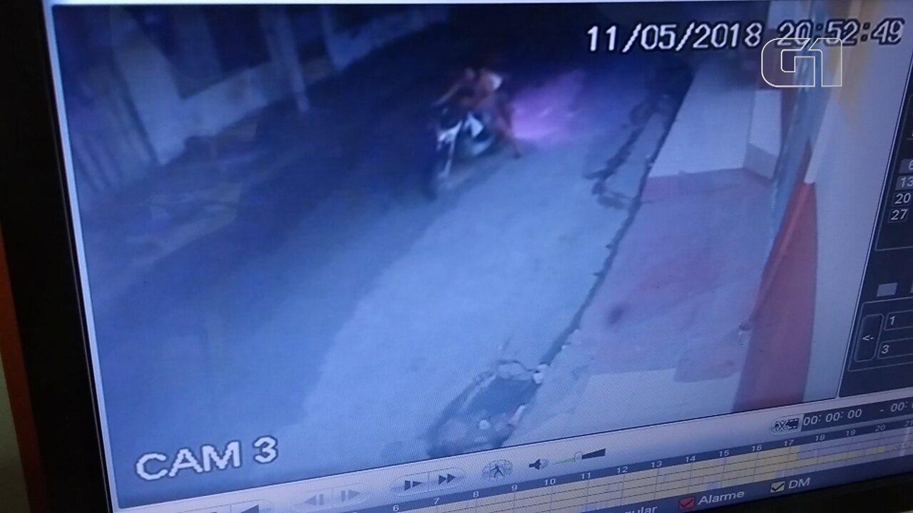 Casal com criança em moto tenta roubar ajudante de pedreiro, atiram e matam vítima no AM