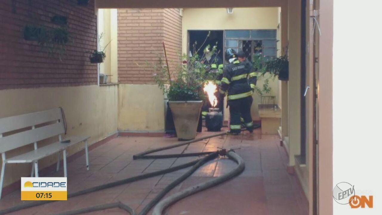 Homem é preso após tentar incendiar duas vezes casa da mãe em Araraquara, SP