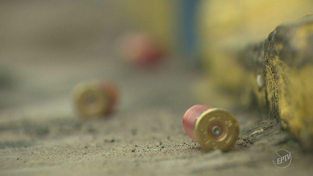 Agência bancária de Mombuca é destruída por disparos de fuzis e explosões após assalto