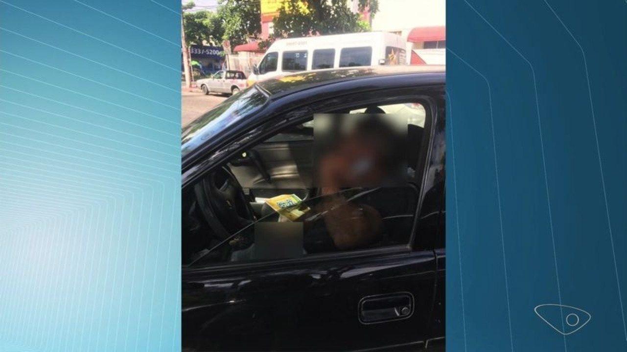 Homem é flagrado se masturbando dentro de carro em frente à escola particular, em Vitória