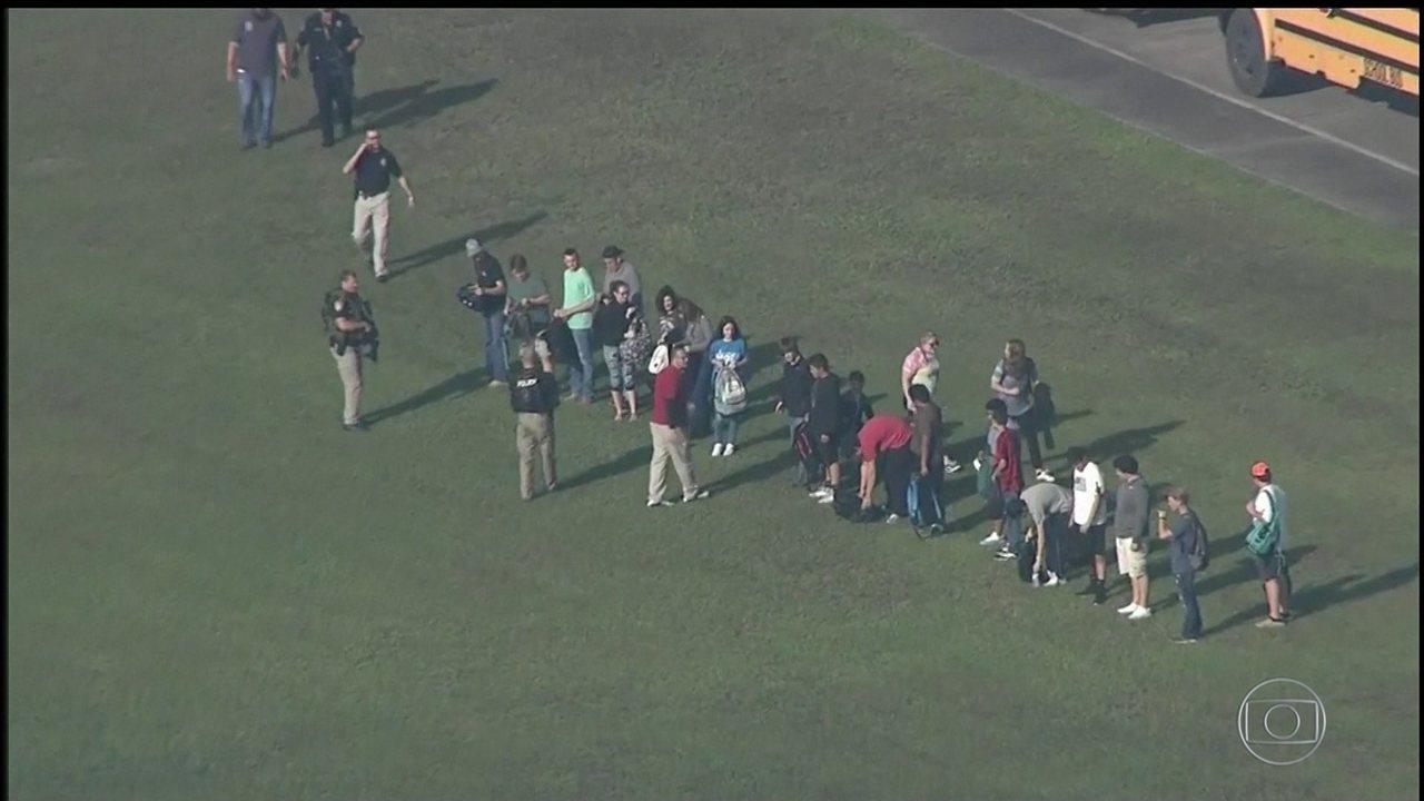 Aluno abre fogo em escola no Texas, mata dez e deixa dez feridos