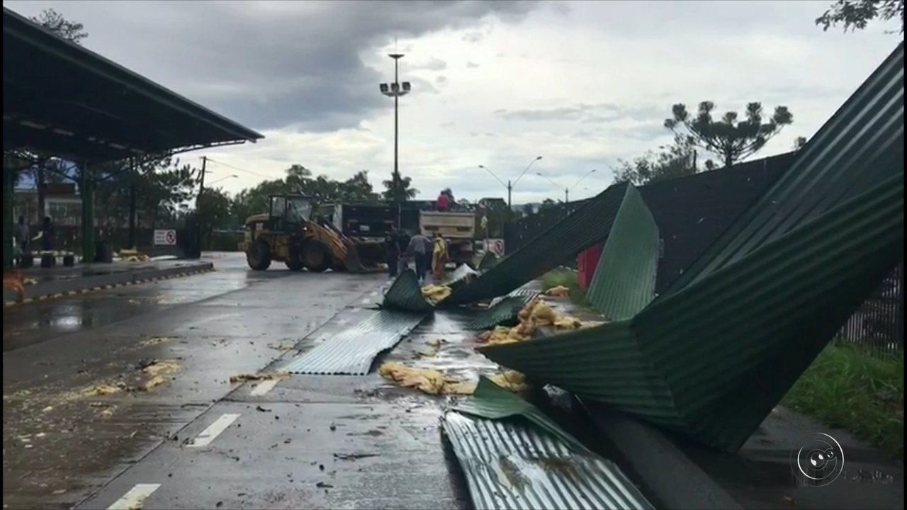Chuva forte causa estragos em Jundiaí e Várzea Paulista