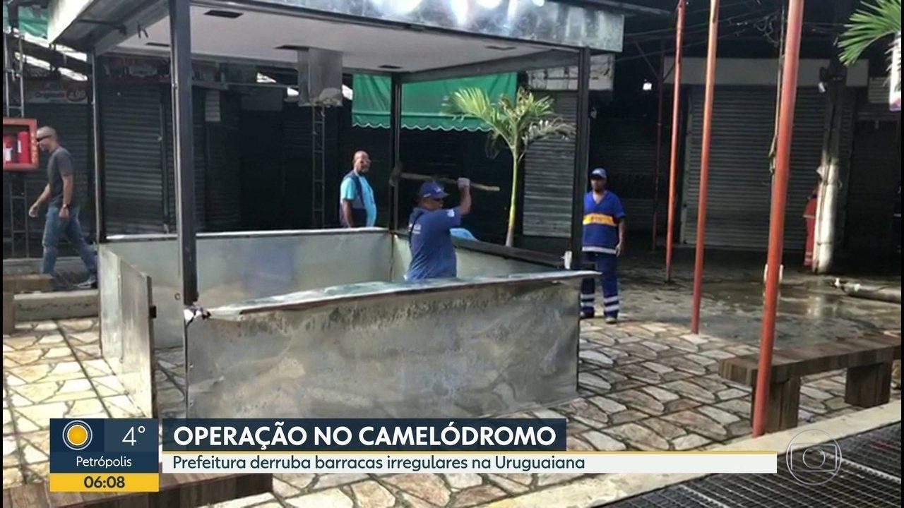 A prefeitura do Rio derrubou 44 barracas irregulares no Camelódromo da Uruguaiana, ontem.