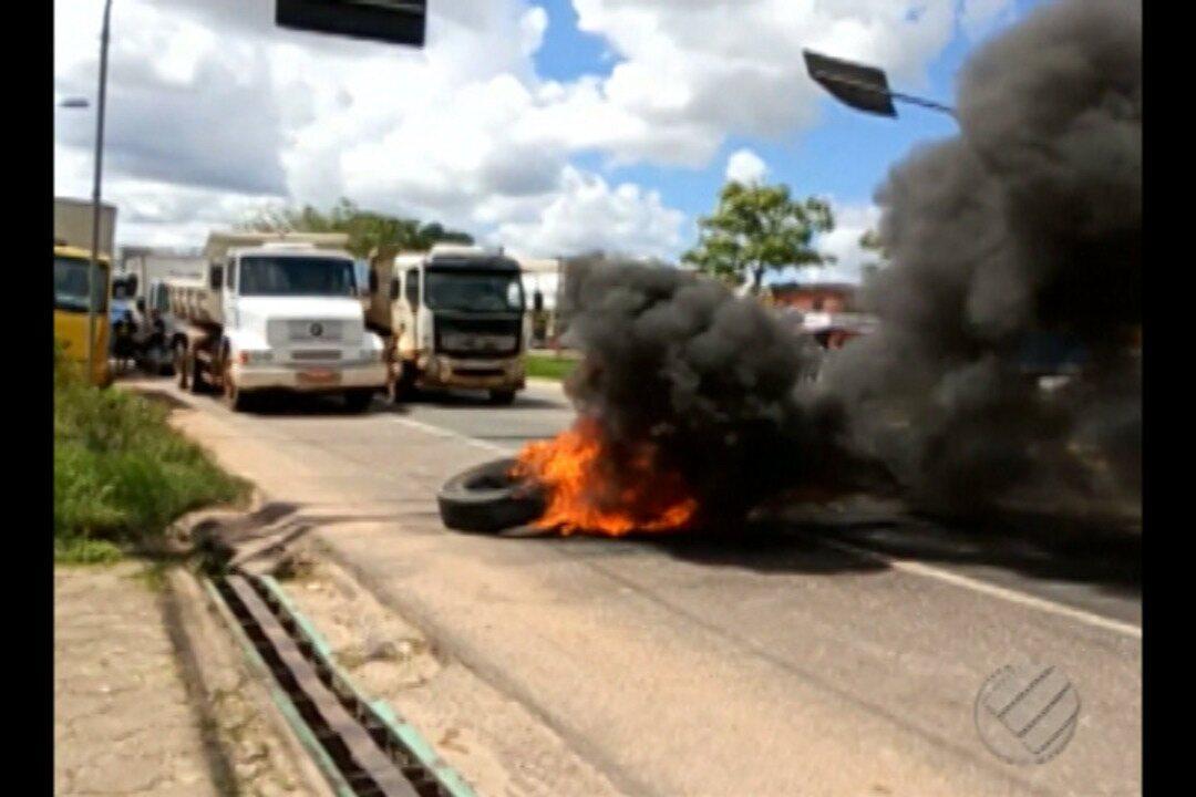 Caminhoneiros decidem paralisar as atividades e fecham parcialmente a BR-316, em Belém