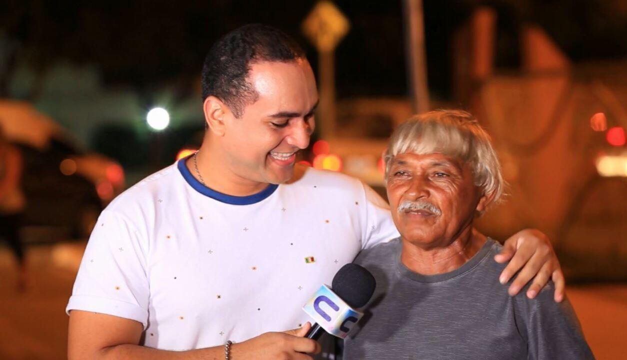 Conheça a história de seu Reinaldo, um ambulante que teve o carrinho de coco incendiado