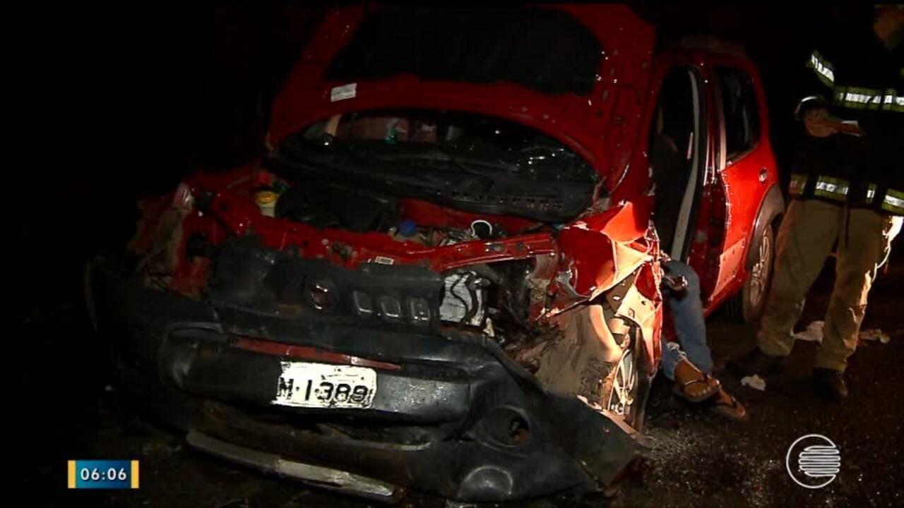 Colisão frontal na Zona Sudeste de Teresina deixa duas pessoas ... f6857a755dd2b