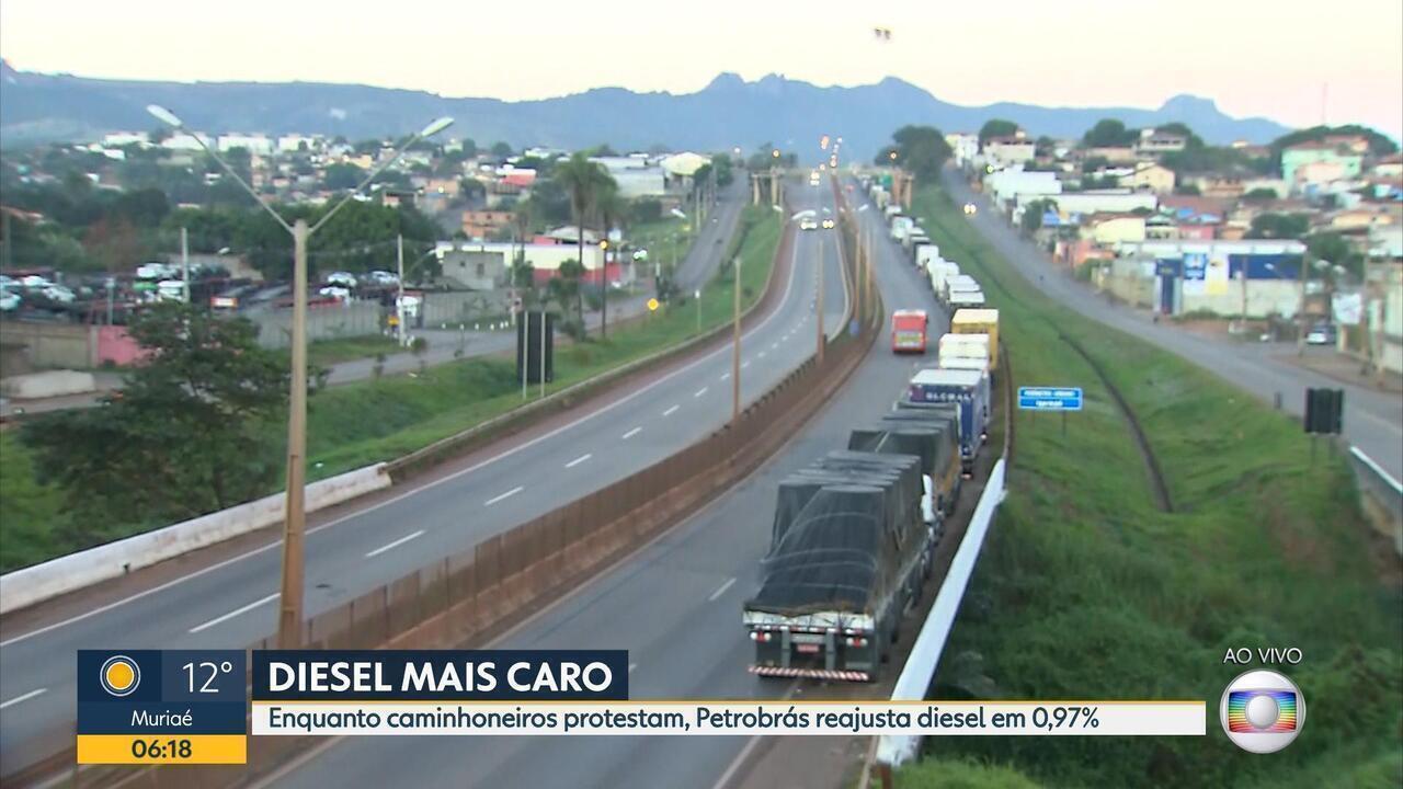 Caminhoneiros protestam em 20 trechos de rodovias federais de Minas Gerais