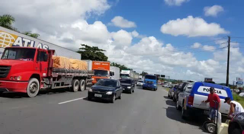 Caminhoneiros voltam a protestar no Grande Recife contra alta do combustível