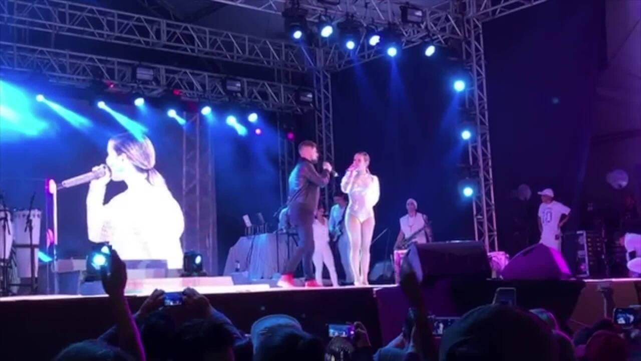 Cantor friburguense canta com Claudia Leitte em show dos 200 anos de Nova Friburgo, no RJ