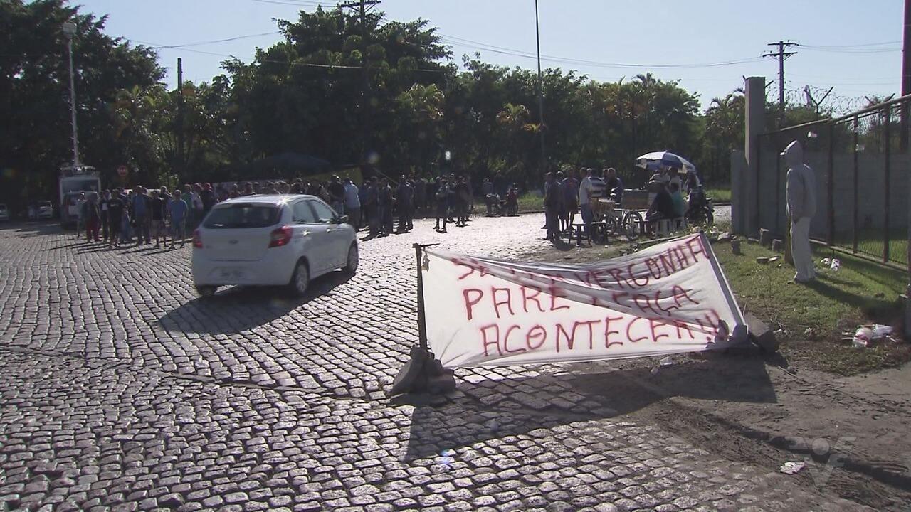 Caminheiros bloqueiam acesso a pátio de triagem para o Porto de Santos, SP