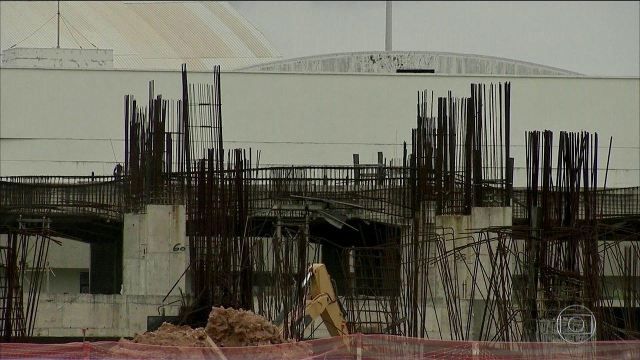 Quatro anos depois, ainda há obras prometidas para Copa no Brasil inacabadas em 11 cidades