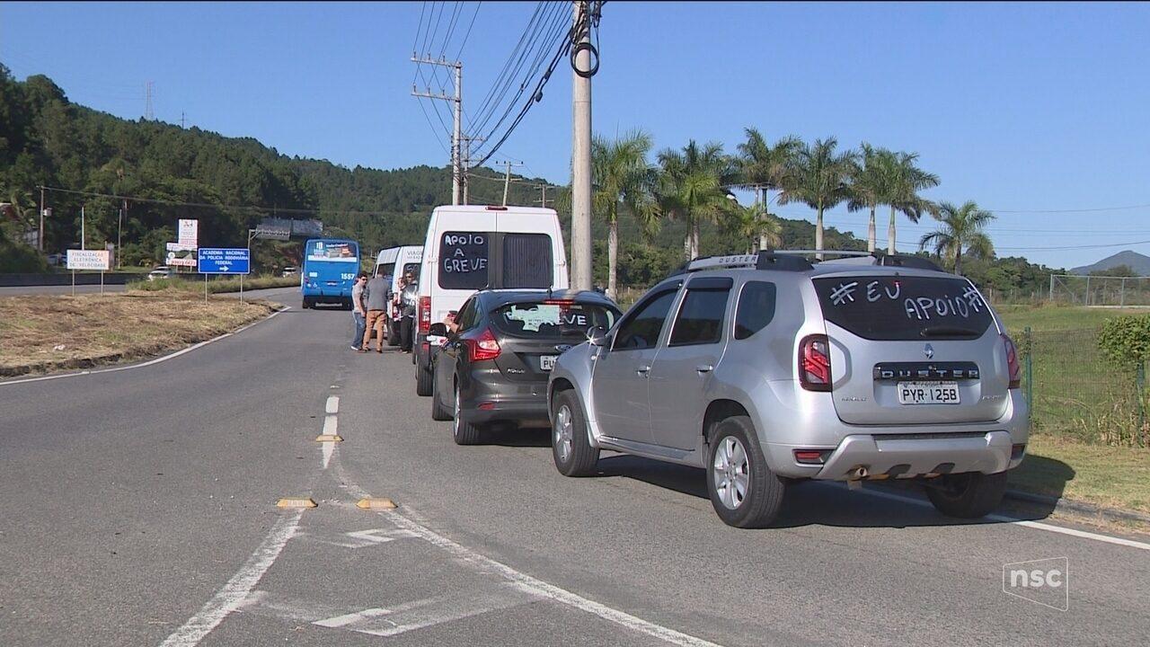 Motoristas e motociclistas fazem paralisação contra o aumento do diesel em Florianópolis