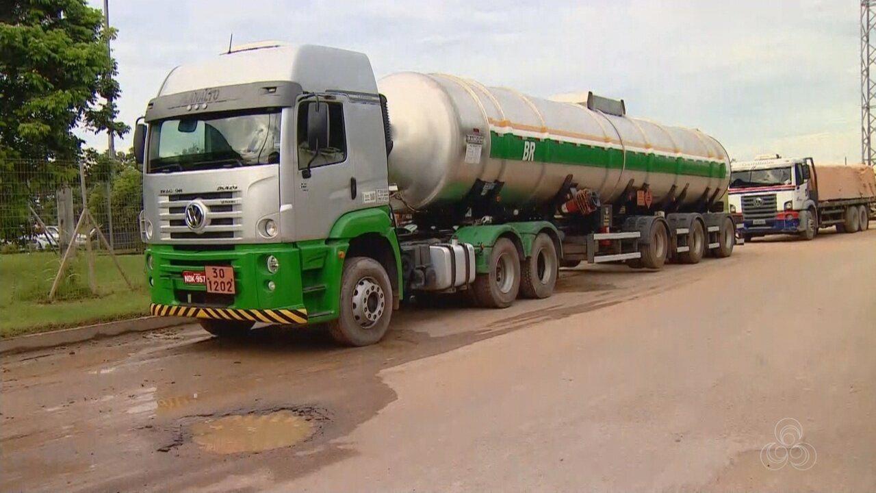 Caminhoneiros seguem fazendo protesto contra alta do combustível em Manaus