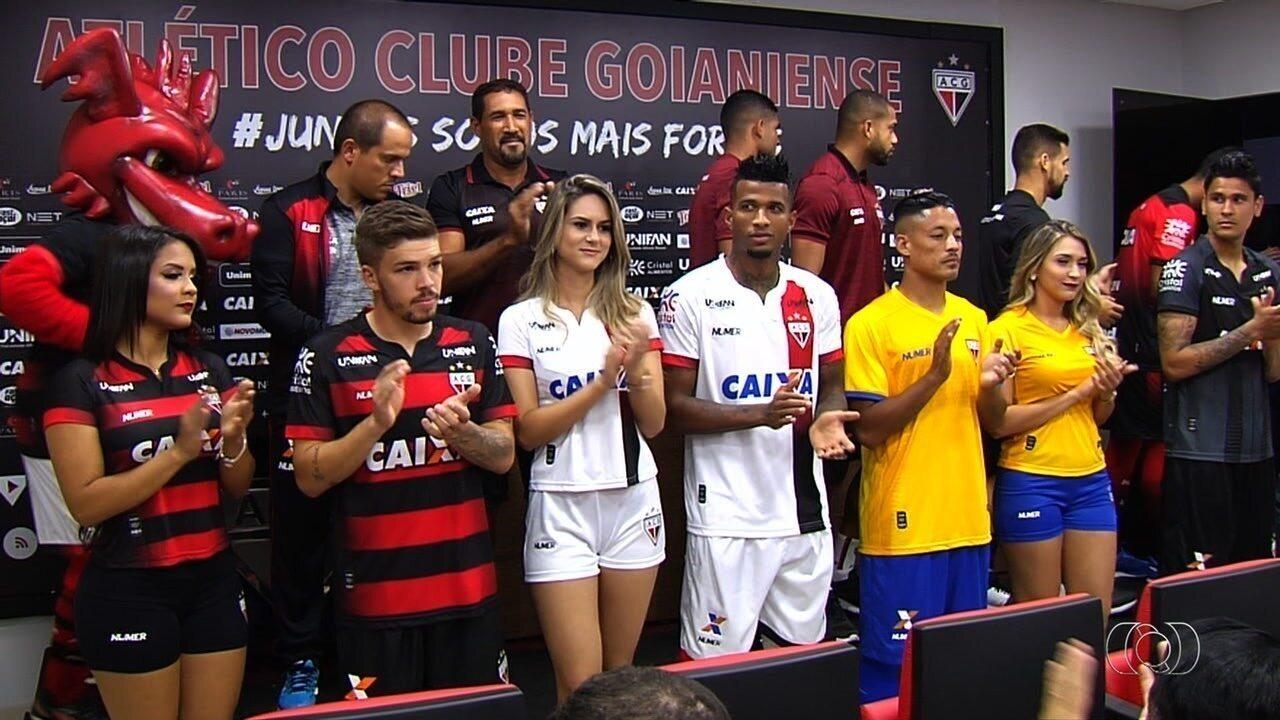 104fabbeec6f0 Atlético-GO lança nova linha de uniformes  terceira camisa é amarela ...