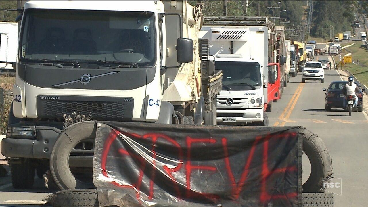 Greve afeta rotina de moradores e compromete serviços em cidades de SC