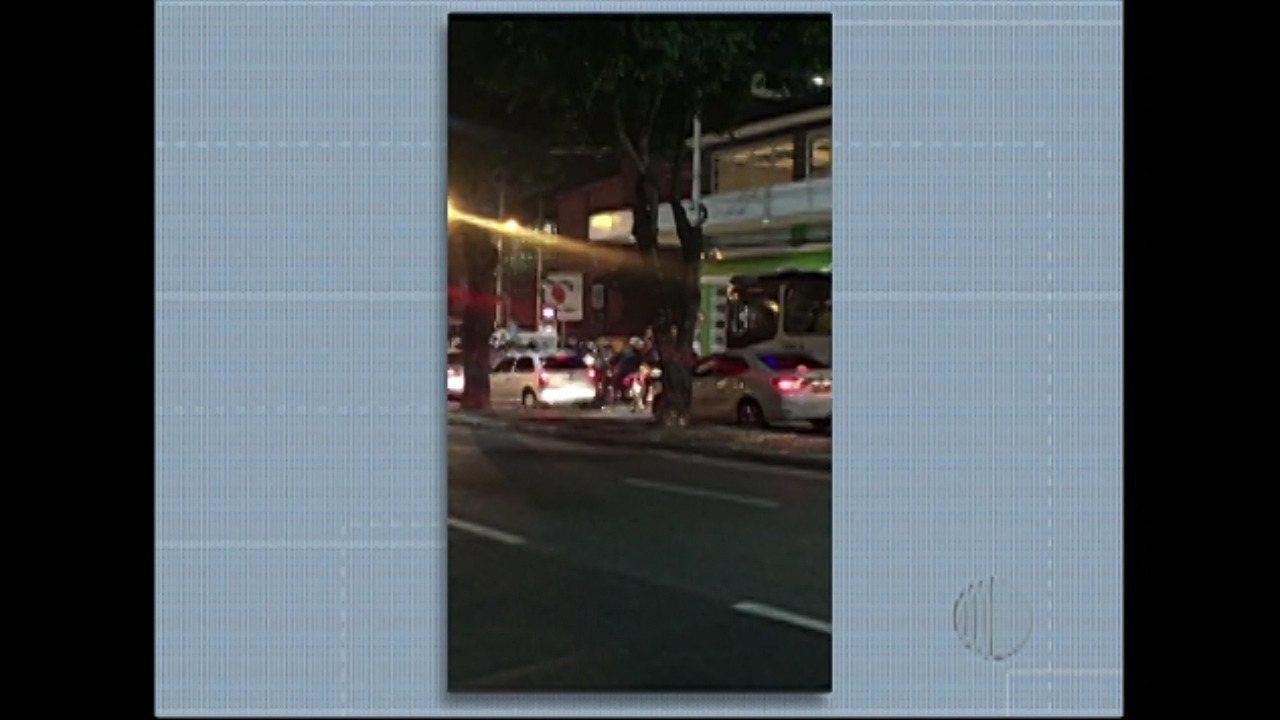 Caminhoneiros fazem protesto em Mogi das Cruzes