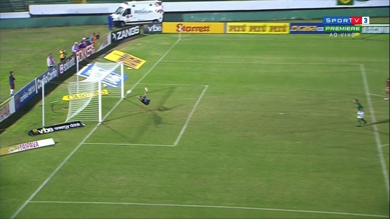 Gol do Guarani! Ricardinho acerta um chutaço aos 39' do 1ºT