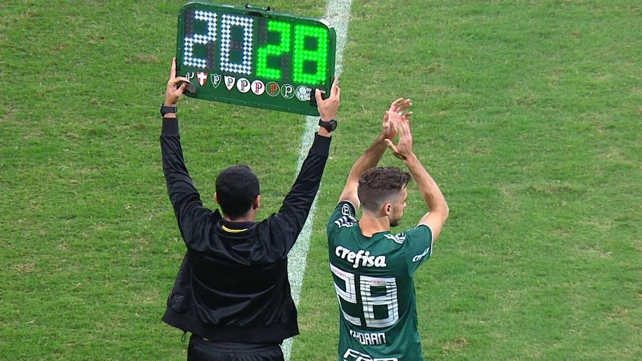 Lucas Lima sai vaiado na derrota do Palmeiras para o Sport, por 3 a 2