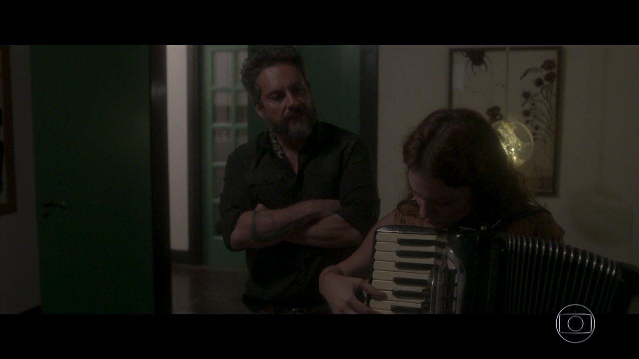 Aurora se recusa a contar para Pedro o que Plínio lhe fez