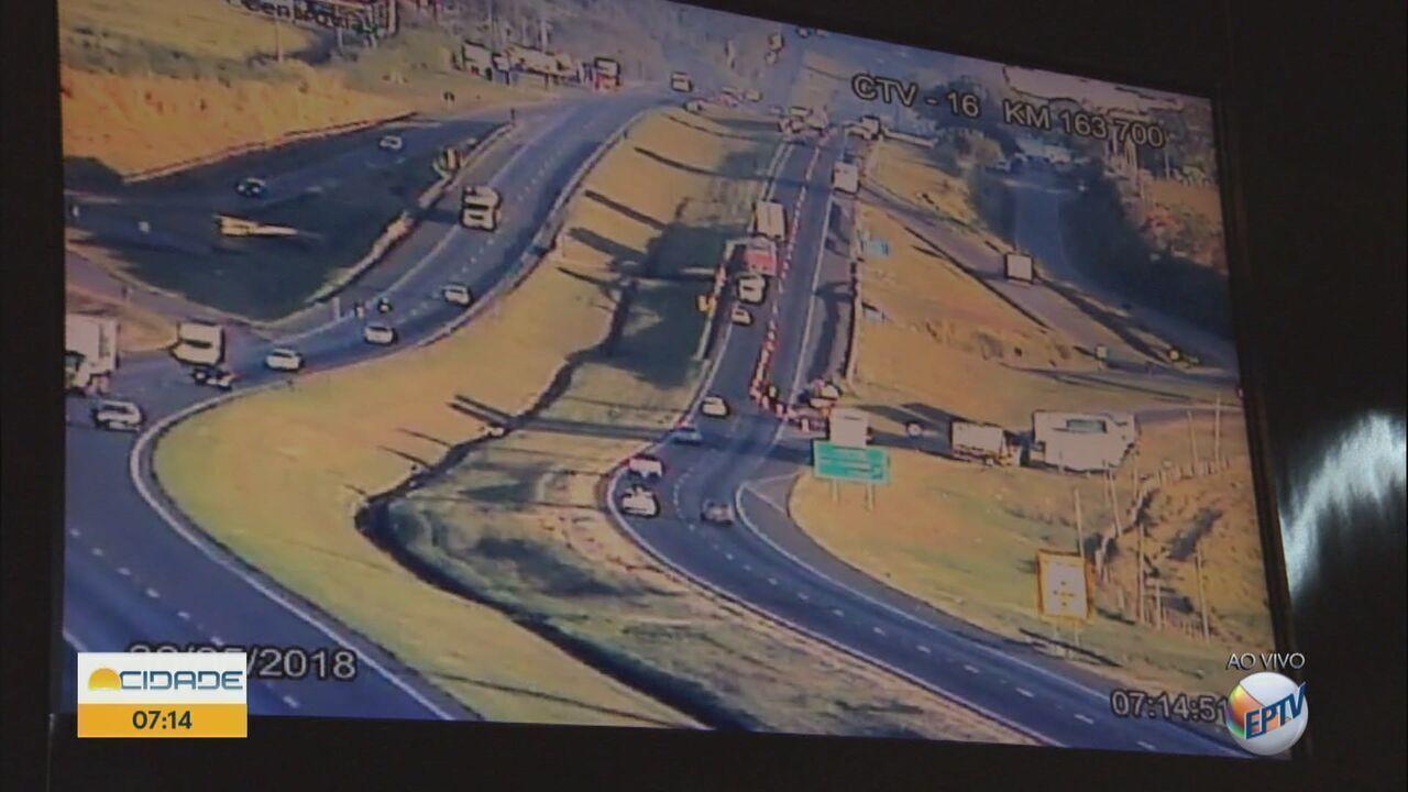 Caminhões começam a sair da rodovia SP-310 em Santa Gertrudes